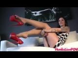 Kayla Jane дразнит своими ножками