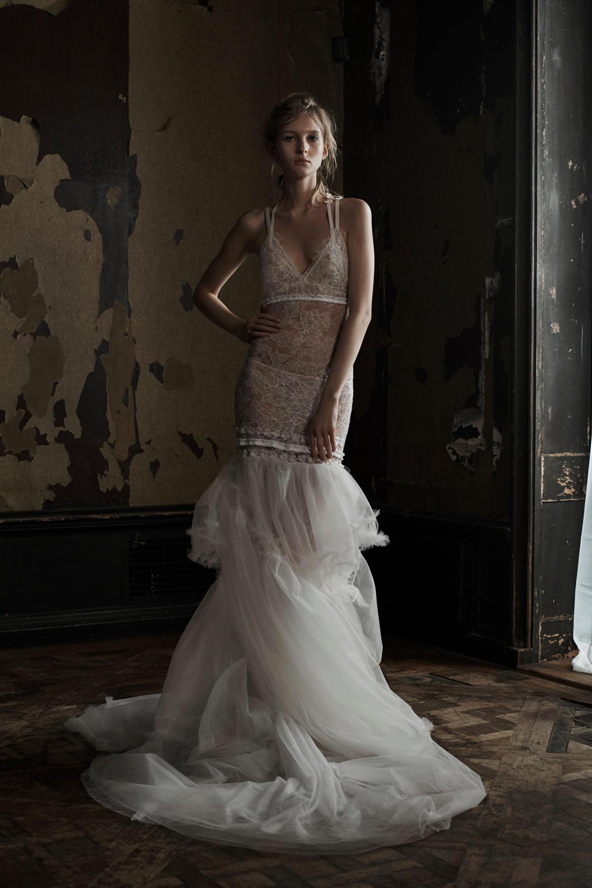 свадебное платье на тонких бретелях