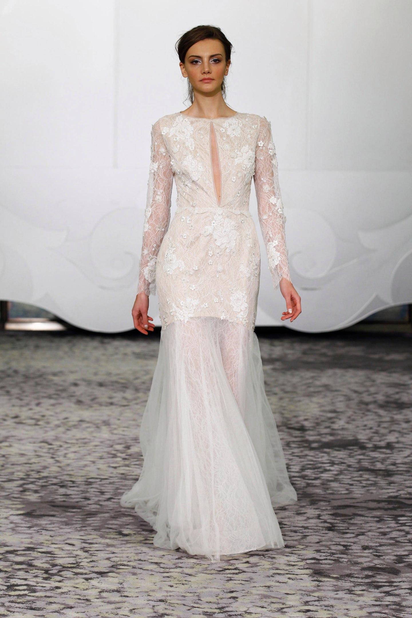 свадебное платье с акцентом на шею