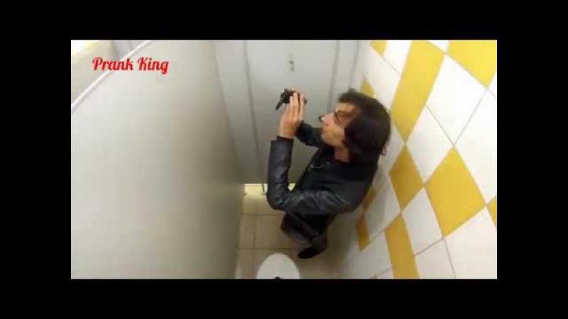 Испачкал говном соседа в туалете Пранк