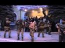 Вежливый спецназовец из Питера просит отойти за поребрик при захвате МВД в Краматорске