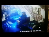 Молодой человек избил 3-х девушек