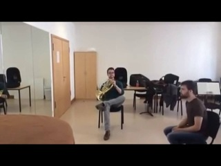Дуэт для валторны и стул / Duet for French Horn and chair