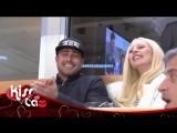 Леди Гага и Тейлор Кинни целуются на хоккейном матче в Чикаго (6 марта)