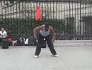 Vidmo org Neveroyatnyjj tanec ulichnogo tancora v Parizhe 400