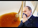 У президента Путина и премьера Медведева из крана течет ржавая вода