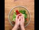 Вот такой прекрасный летний салат из курицы и авокадо. Все просто, красиво и вкусно!