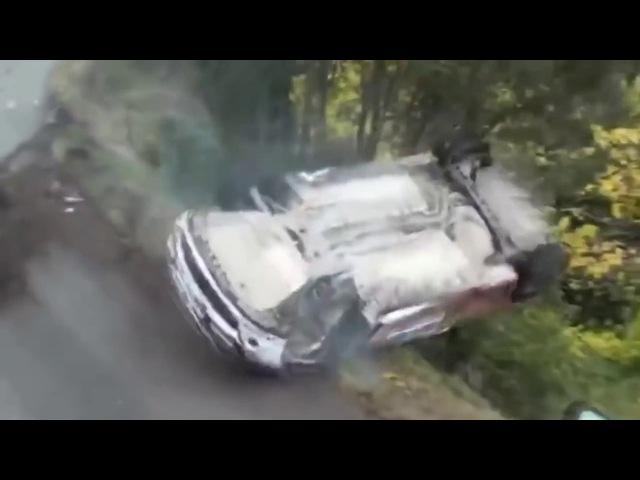 Жесткие аварии на гонках с замедленным повтором Машина переворачивается буквально над головой