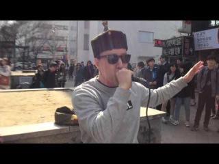 Throat singing in Hongdae, Seoul (South Korea)