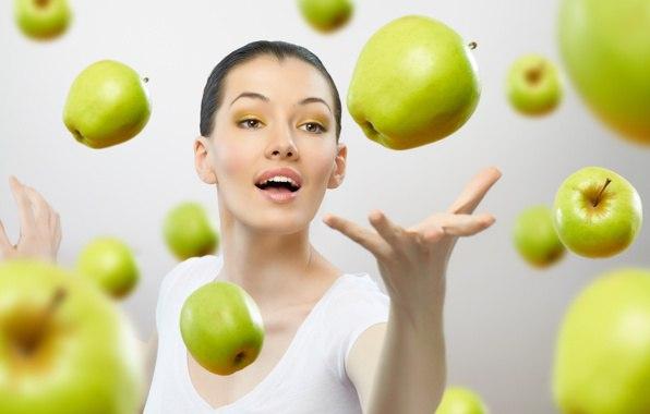 Сколько калорий в яблоке красном 1 шт