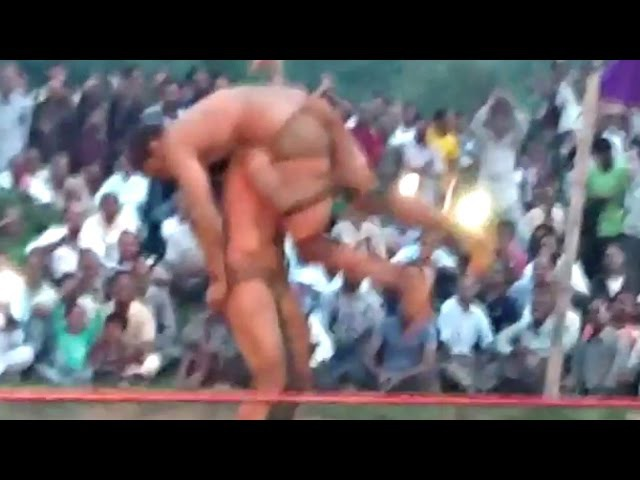 Aamir Khan's DANGAl Movie 2016 LEAKED Kusti/Wrestling Scene On Loaction