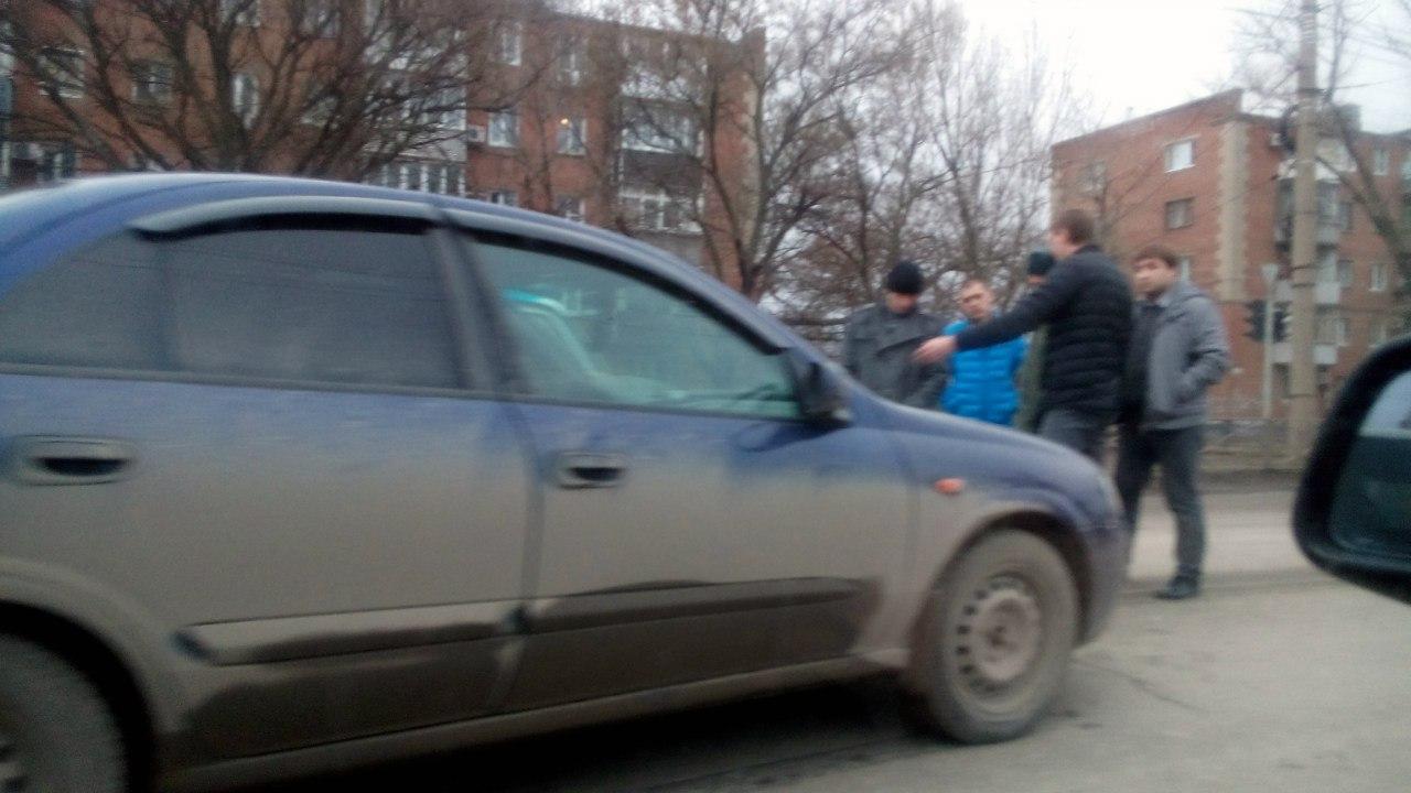 ДТП в Таганроге: на улице Транспортной столкнулись «ВАЗ» и Nissan