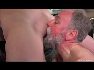секс внука трахает дед