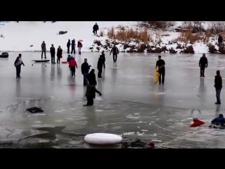 Страшный массовый провал под лед!