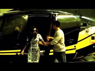 Торжественный вход Акшай Кумара и Нимрат Каур в #Bigg Boss 9 Дом!
