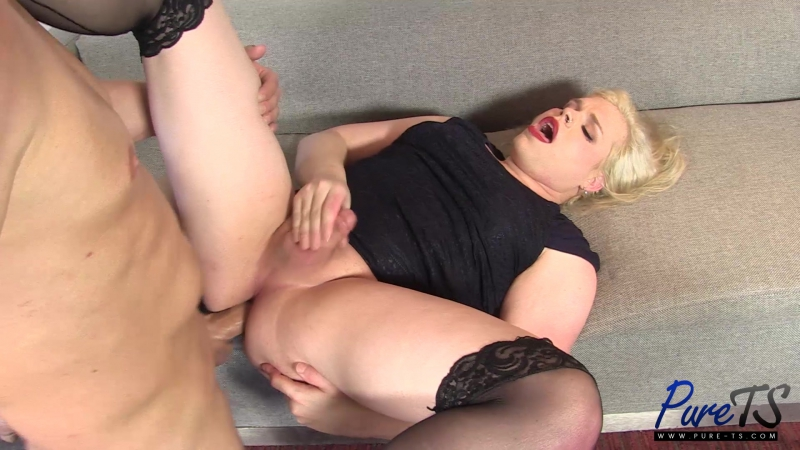 Pure TS newbie Cassie Blue gets the cock she wants rq
