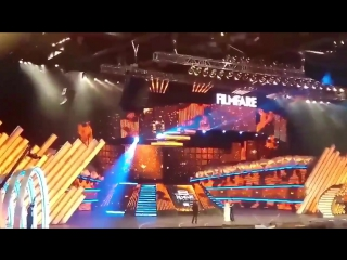 Шах на премии «Filmfare Awards (танец с Мадхури)