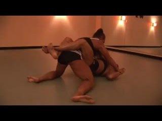 KC08 Thunder vs Lighting - Female Bodybuilders Wrestling