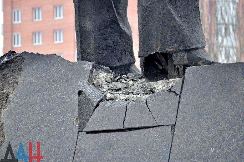 Взрыв памятника Ленину в Донецке осуществлен террористической группой — Басурин