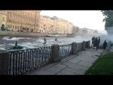 Гидроциклисты загнали русалку на Фонтанке