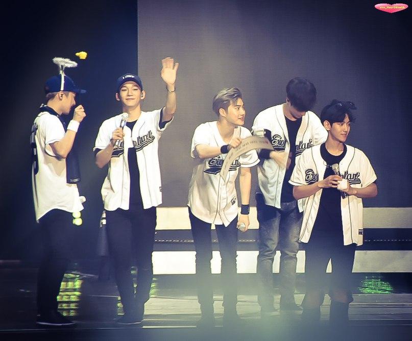 [HQ PHOTO] 160724 #EXO #Lay @ EXO'rDIUM Concert Venue day3  cr:exo_HeartMouth