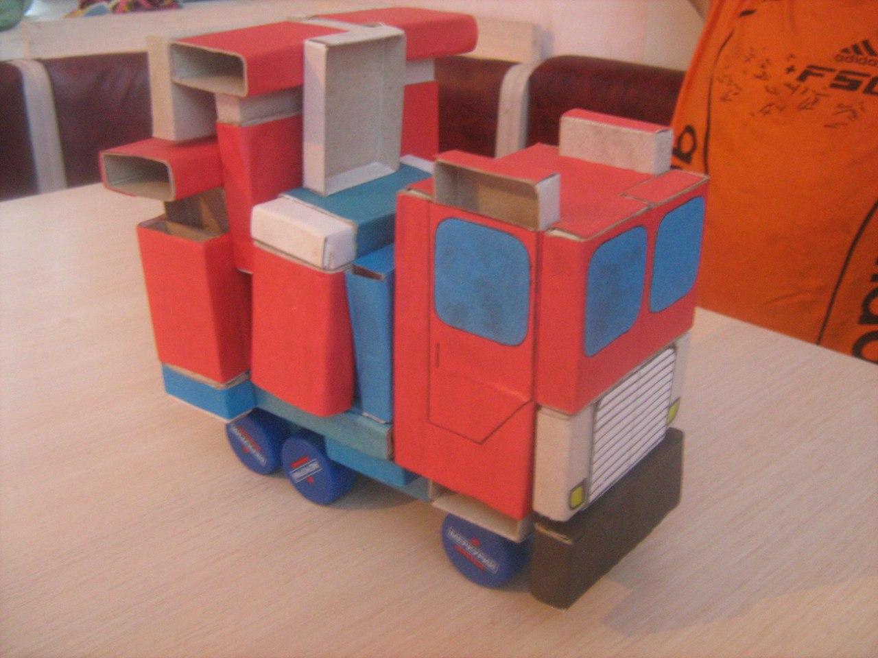 Робот - поделка из коробок 30