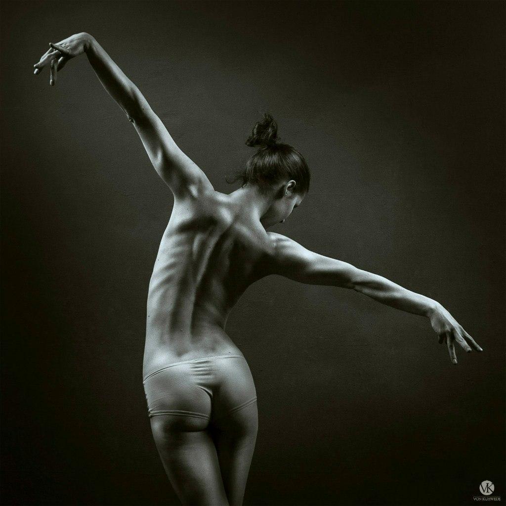 Танцы ню