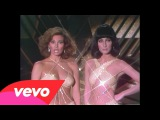 Cher &amp Raquel Welch - I'm a Woman (Live on The Cher Show)