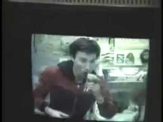 Космонавт Сергей Крикалев пьет Coca-Cola на орбите / Astronaut Sergey Krikalev drinks Coca-Cola