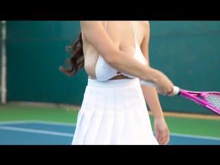 Сисястая девушка играет в теннис vk.com/besnyashki