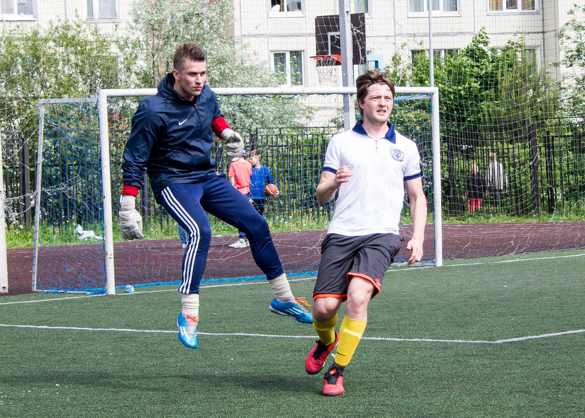 Артем Малашенко (слева) и Николай Зелененко (справа), Поворники - Омега (8-й тур), Премьер-лига-2016