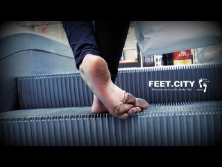 The Girl first time barefoot in the subway 1 👣 BY FEET.CITY