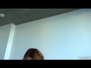 Жена сосет любовнику и разговариет по телефону с мужем