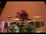 Muppet Show. Harry Belafontes drum duet with Animal (314)