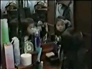 Призрак девочки!Отражение в зеркале застыло