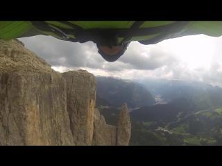 Невероятный бейсджампинг [Северная Италия, Dolomites]