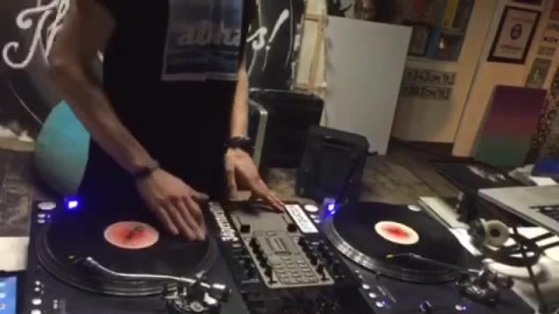 DJ ARCHY (@archysolo) beatjuggling practice
