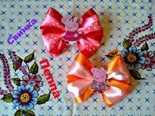Свинка Пеппа. Бант из атласных лент Канзаши. / Peppa Pig. Bow of satin ribbons kanzashi