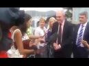 Министра Новои Зеландии ударили по лицу резиновым членом - Видео Dailymotion