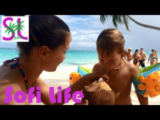 Идем на пляж, пьём кокос. Drinking coconut on the beach