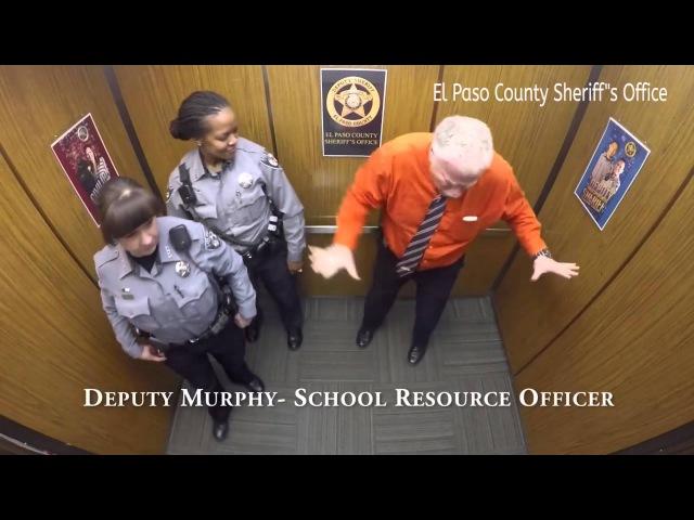 Однажды в лифте.... полицейского участка