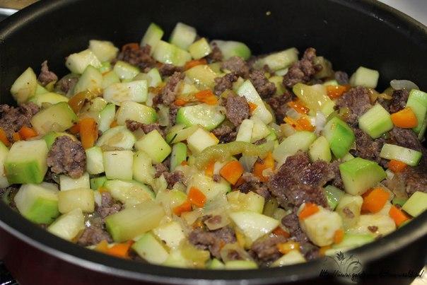 Рагу с кабачками, рисом и мясным фаршем