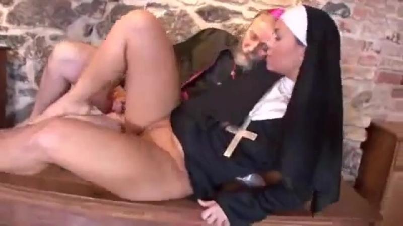 Смотреть порно монашки ебут парня