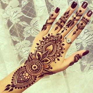 рисунки на руке мехенди фото