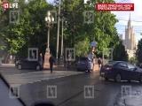 BMW X5 снёс светофор в центре Москвы
