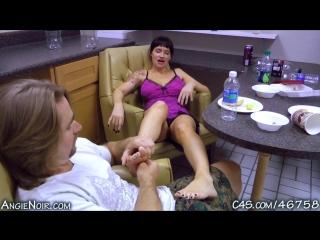 Порно русская мамочка сосёт, рочит и трахается с двумя ...