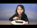 Дети пробуют горький шоколад