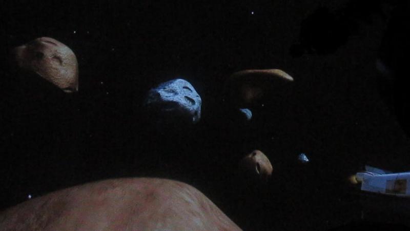 в планетарии смотрим мультик Кокомонг