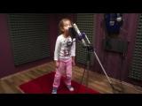 Маленькая девочка поет под Drum and Bass   классно