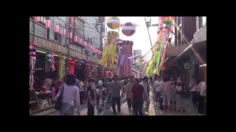 Япония Праздник Танабата в на улице Хигаси УЭНО в Токио